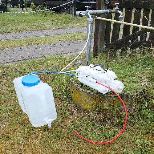 Osmoseanlage am Wasserhahn auf Campingplatz