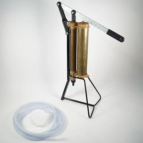 Autarke Wasserversorgung mit Handpumpe