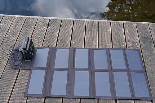 tragbare Powerstation mit Solar aufladen