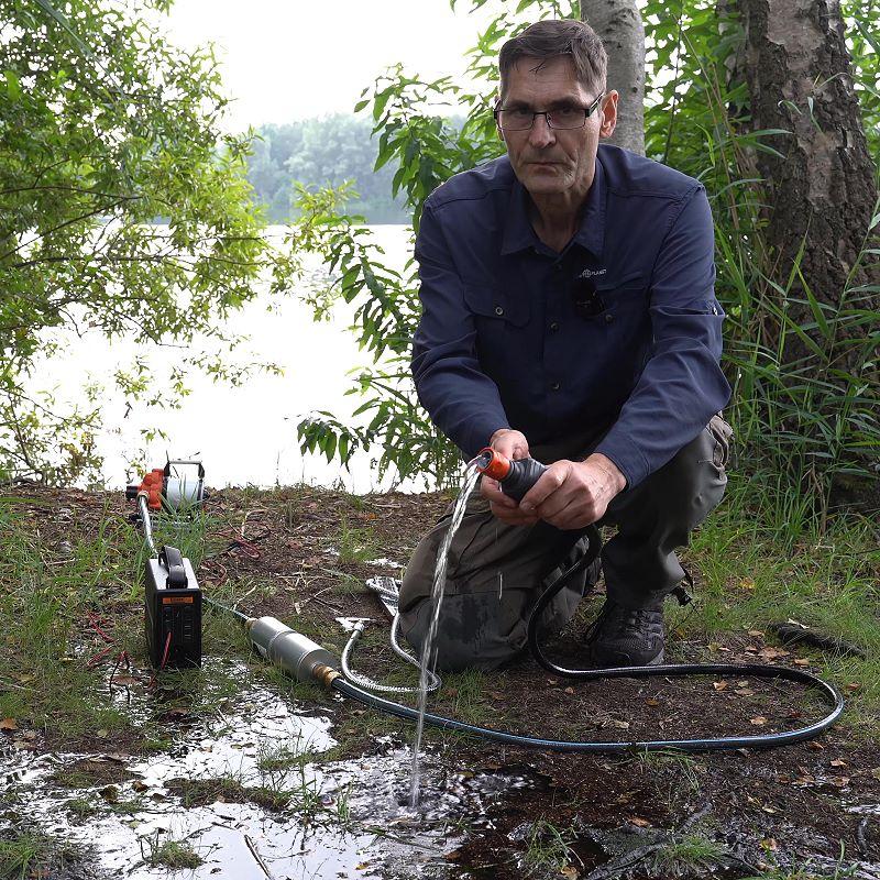 autarke Wasserversorgung mit der Elektropumpe aus einem See