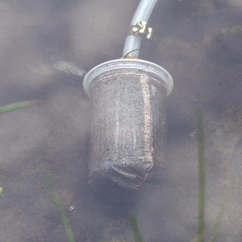 durch den Vorfilter werden Verunreinigungen sowie ölige Substanzen zurückgehalten